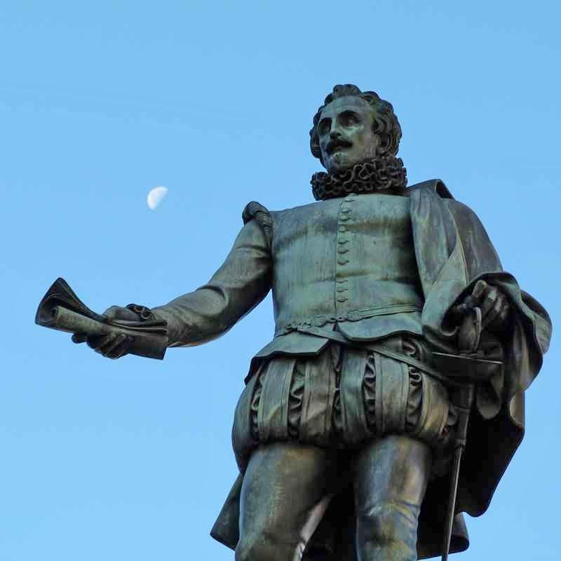 estatua cervante madrid