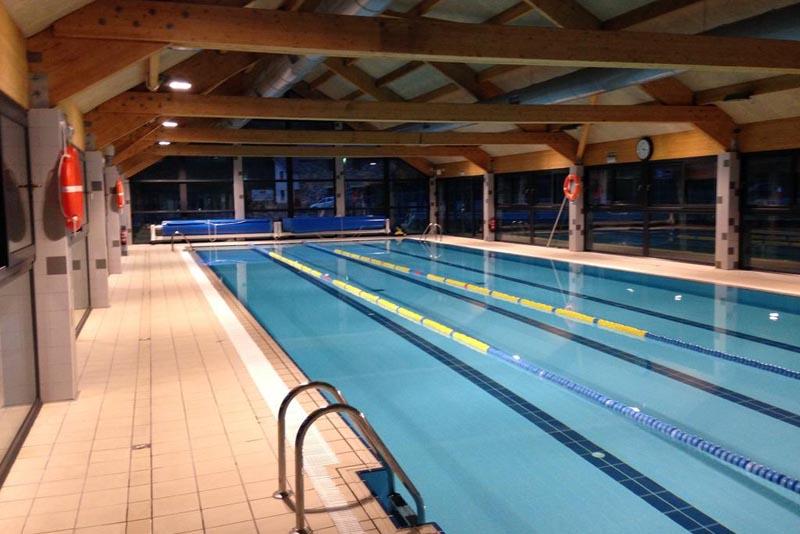 piscina hotel isaba